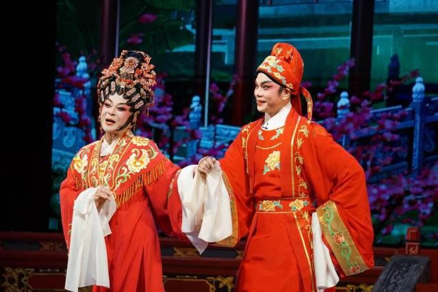 卢秋萍与刘建科献演折子戏《苏小妹三难新郎》