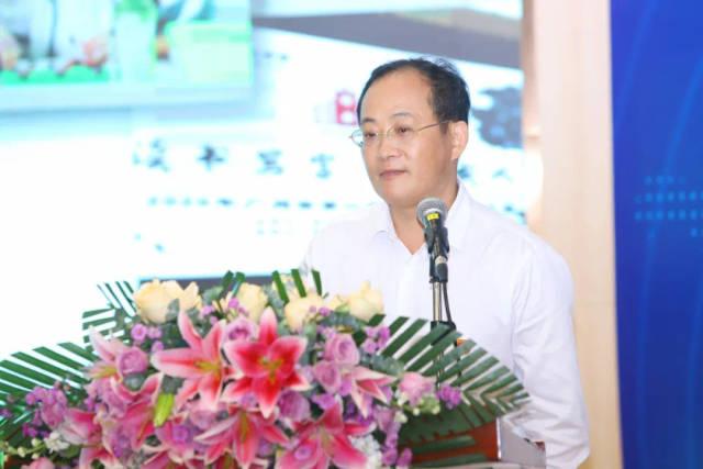 广州市第二中学校长张先龙进行主题发言。