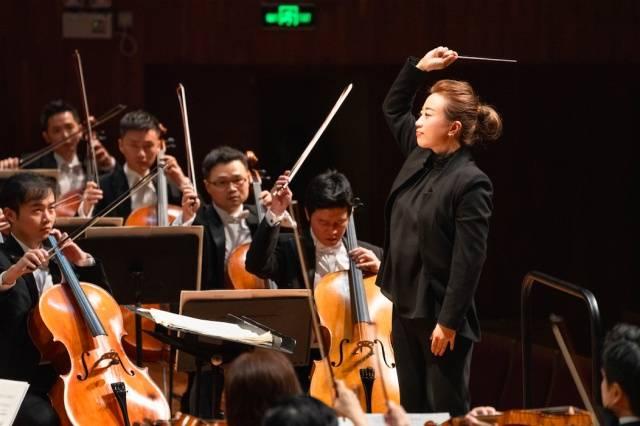 景焕与广州交响乐团(摄影:李乐为)