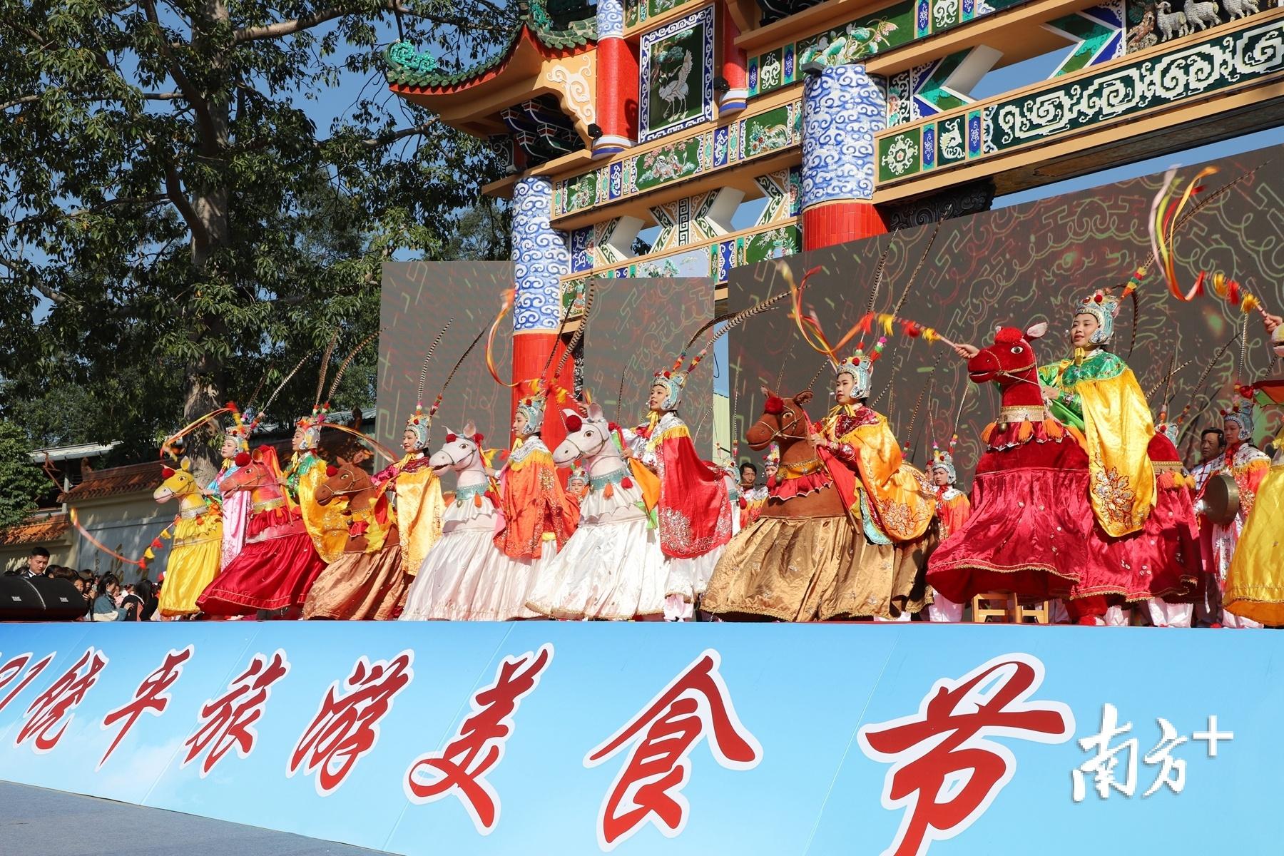 省级非遗饶平布马舞表演。