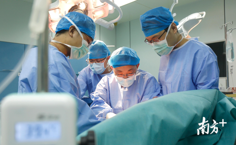 肝脏移植手术室。
