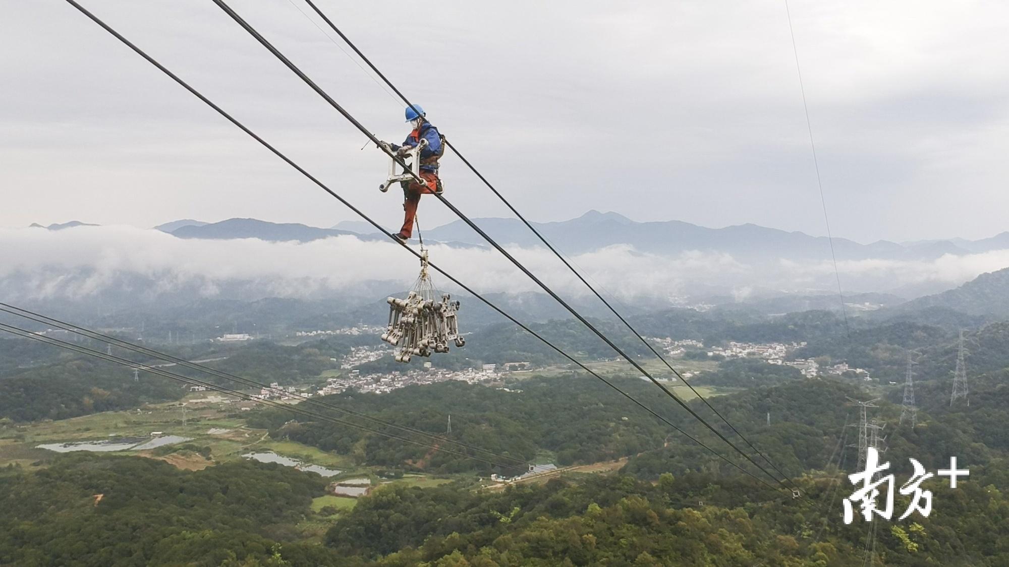 潮州市最大交流输电工程——500千伏韩汕甲、乙线连续运行11年后,首次大规模停电检修。受访单位供图