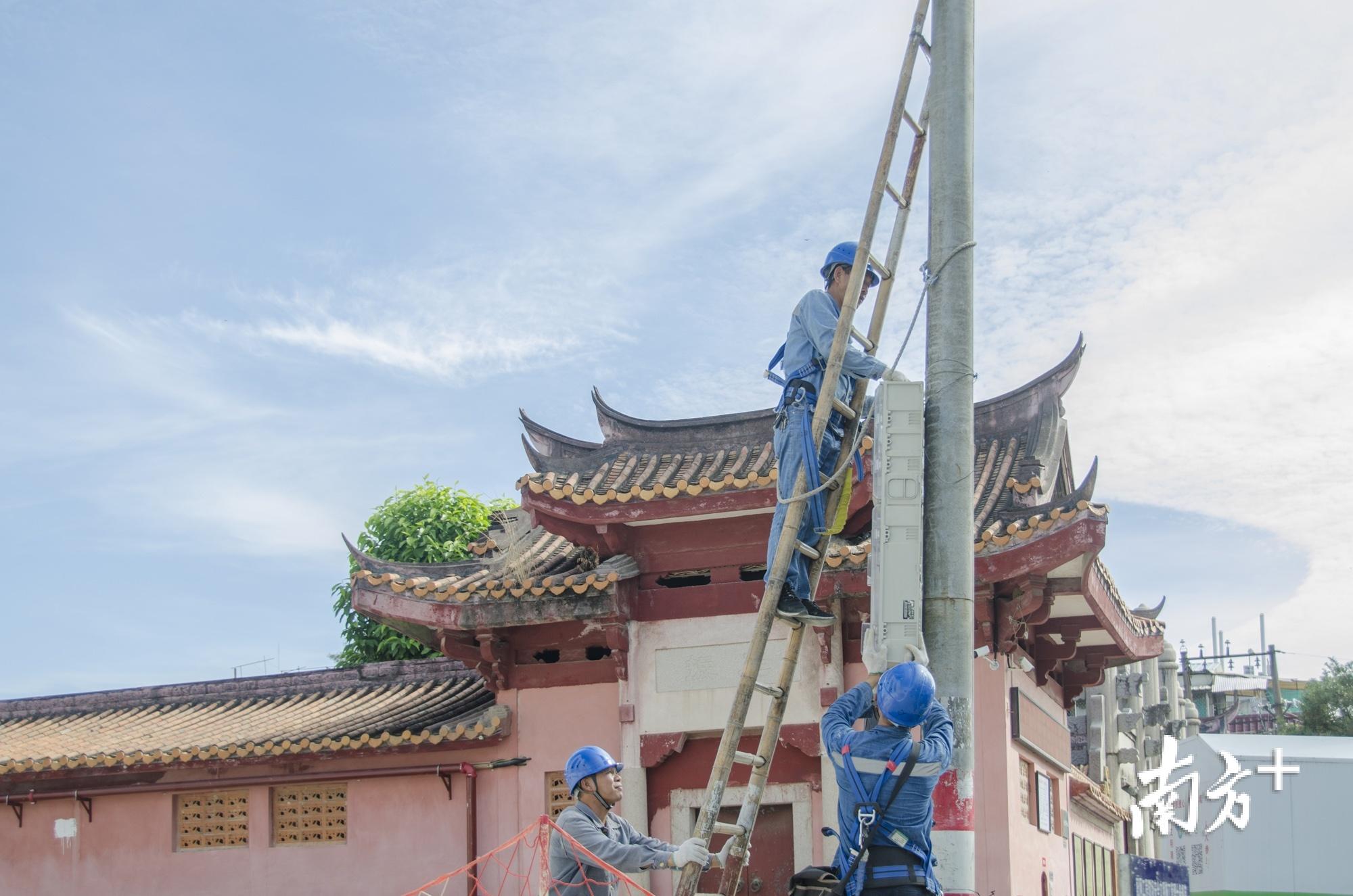 潮州供电局全力配合古城电力设施改造升级。受访单位供图
