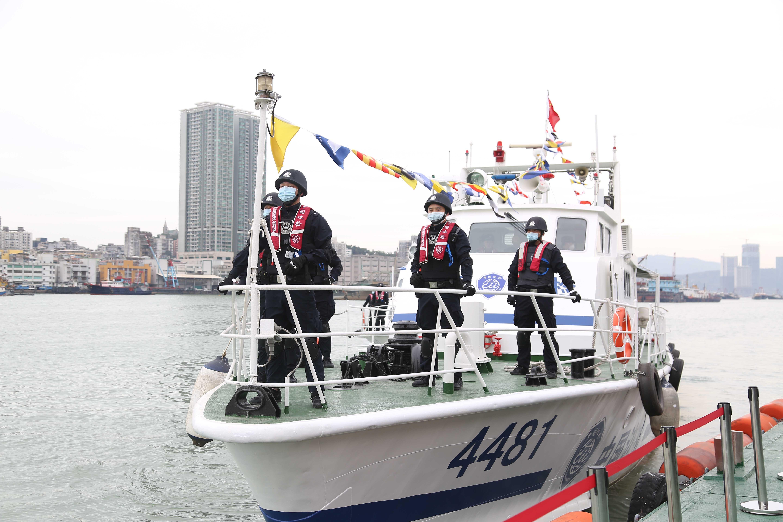 湾仔边检进行海上执法处突演练。