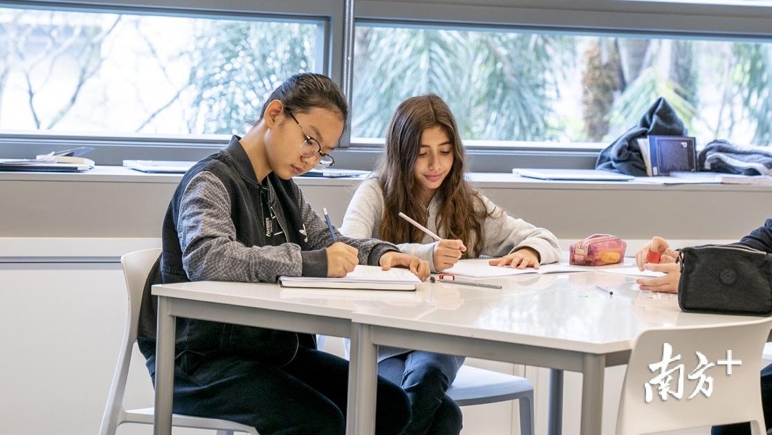 深圳爱文学校将迎首批中学生,中学项目计划今秋开学