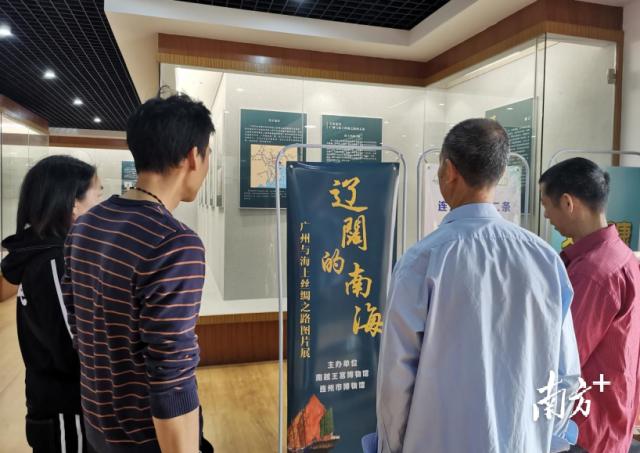 群众前来了解海丝文化,感受广州与海上丝绸之路的辉煌历程。
