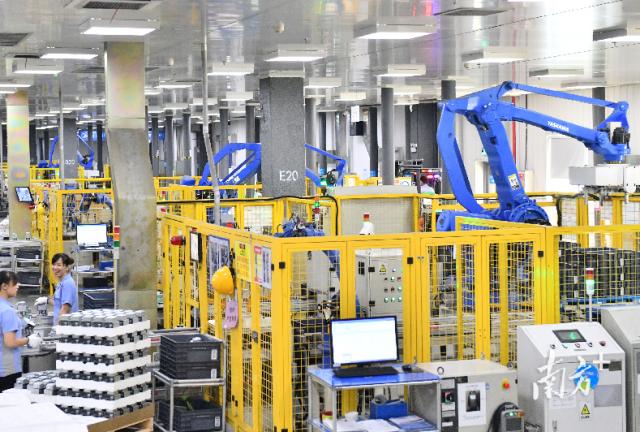 """获评""""世界灯塔工厂""""的美的顺德微波炉工厂,应用了""""5G+AI+云技术""""。戴嘉信 摄"""