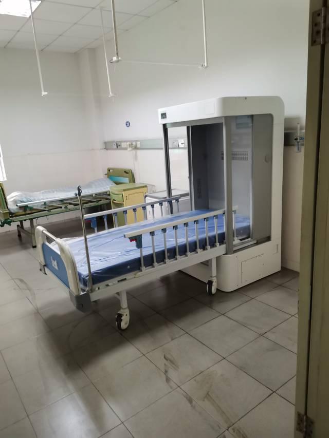 负压隔离病床。