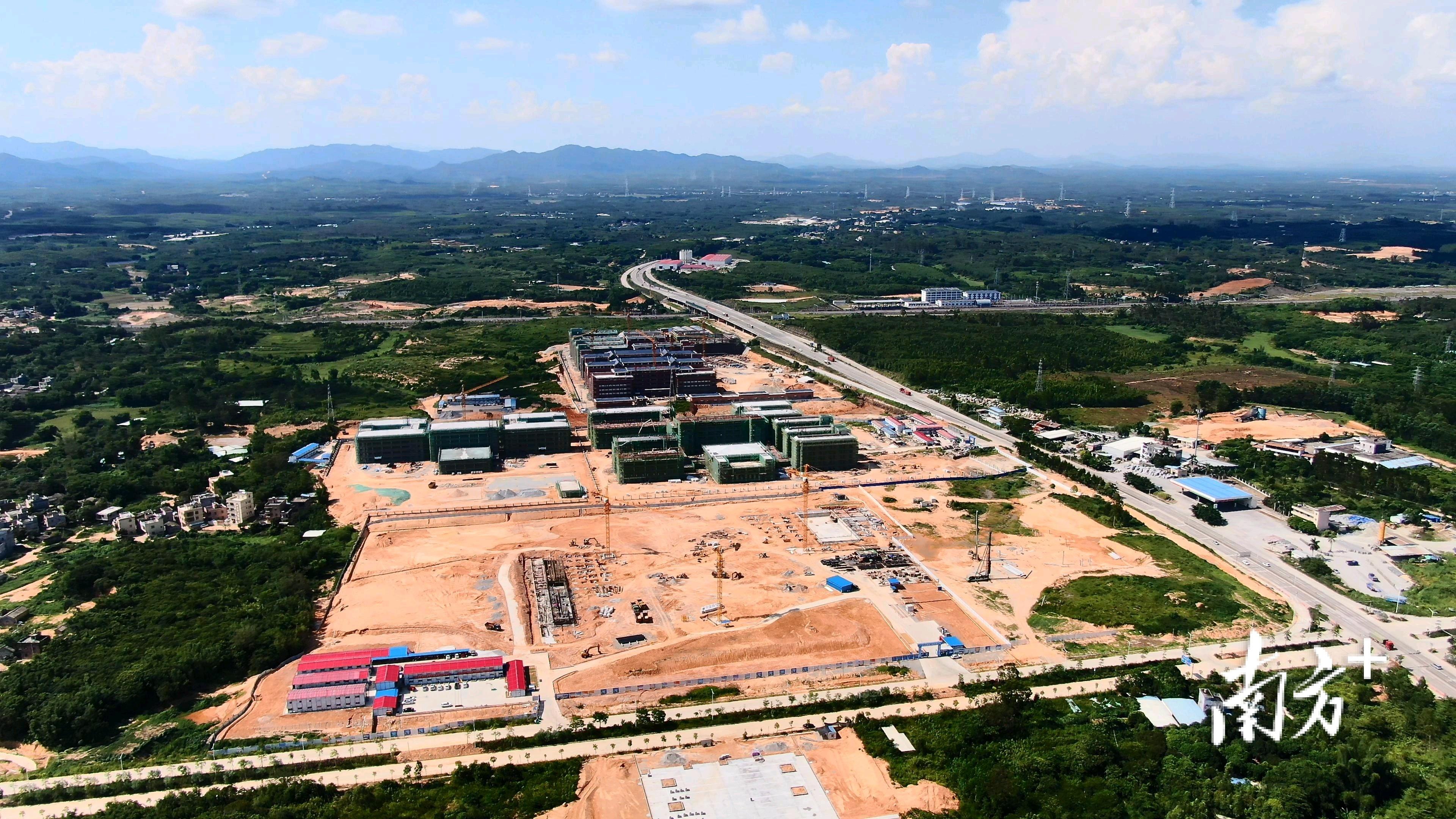 阳西县体育馆项目建设现场。许王荣 摄