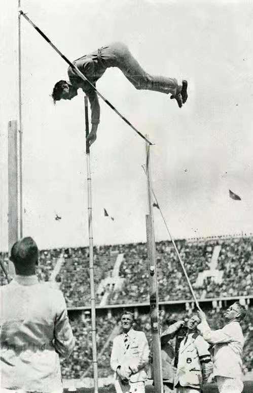暨南人符保卢在1936年柏林奥运会中,以撑杆跳项目通过预赛,成为中国进入奥运复赛的第一人。