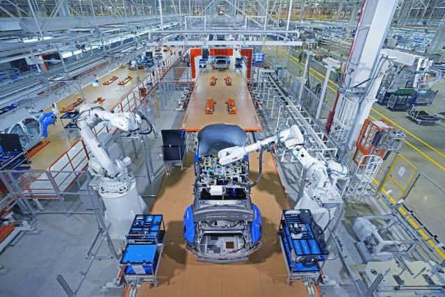 在小鹏汽车制造基地内,已有多家零部件企业服务小鹏汽车的生产制造。王振宇 摄