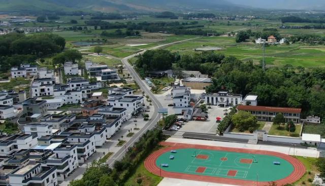 图为俯瞰松岗村文体公园的美丽景色。