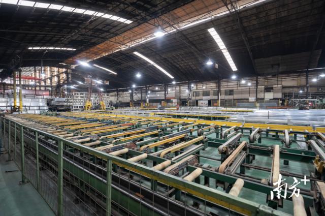 雄业铝型材转型生产全铝家居。
