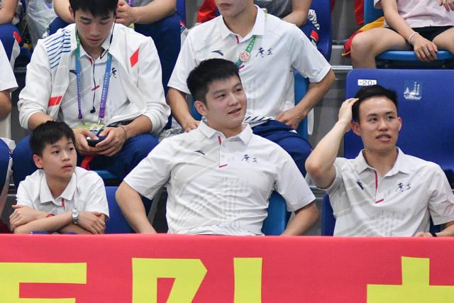 全红婵、樊振东和谢思埸为广东队加油。