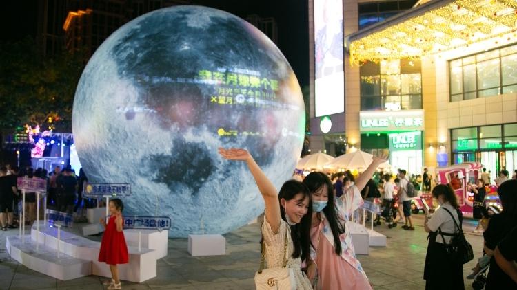 向月球许愿,兴中广场成中秋假期网红打卡地