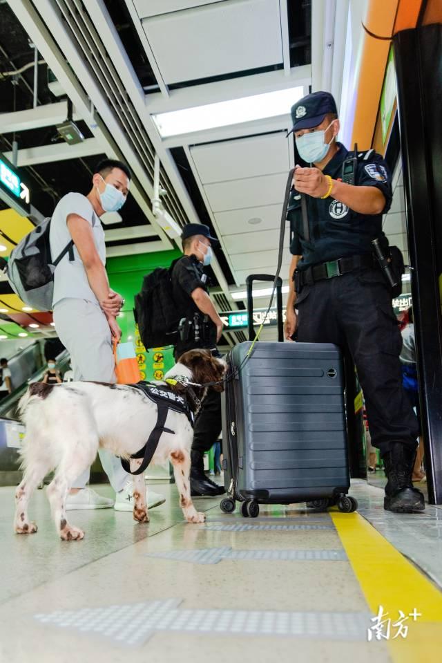广州警方开展假期安保工作