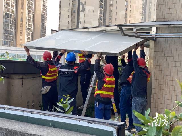 乐从拆违攻坚班拆除高层楼房违建。