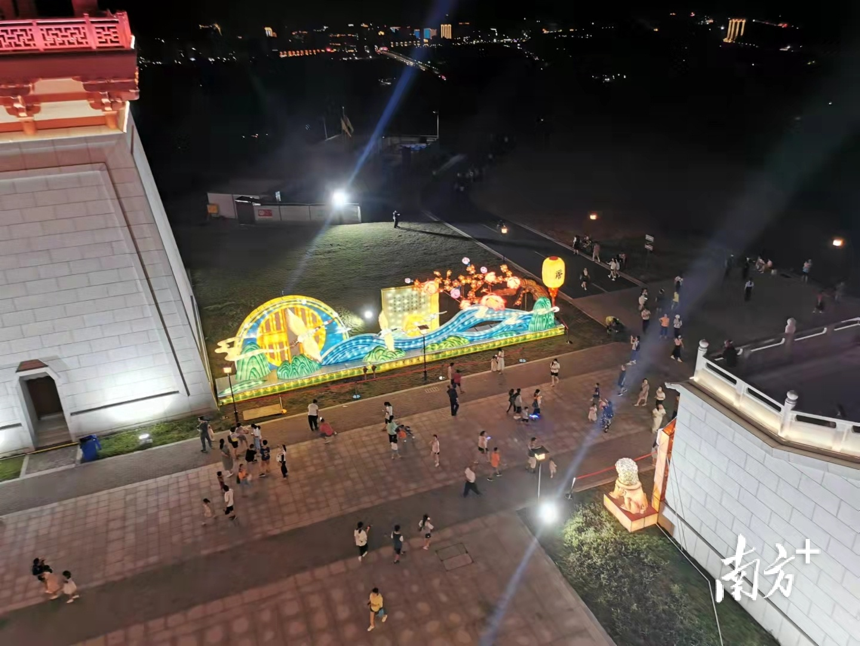 """张九龄纪念公园,开园仅半个月就一跃成为韶关的""""顶流""""景点。唐音 摄"""