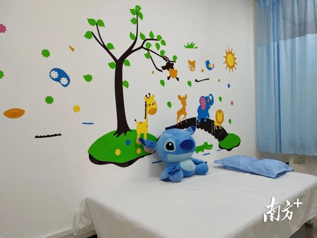 鼎湖区中医院的小儿推拿室。图源:鼎湖区中医院