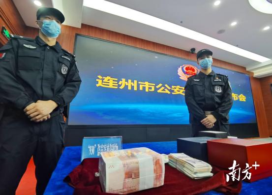 警方追回被盗的现金、手表、翡翠首饰等。黄津 摄