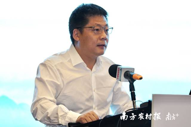 南方报业传媒集团(南方日报社)编辑委员会委员、南方农村报社主编严亮致辞